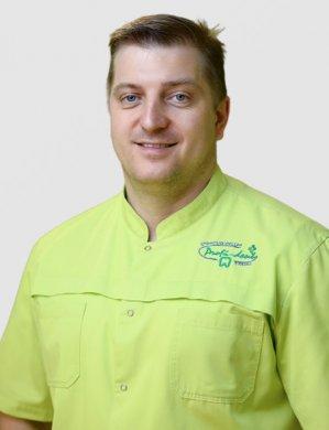 Кузьменко Михаил Александрович —  челюстно-лицевой хирург высшей квалификационной категории